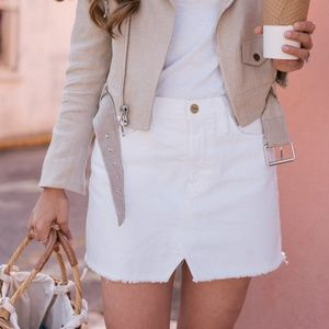 FRAME Denim Le Frayed Le Slit Front Mini Skirt